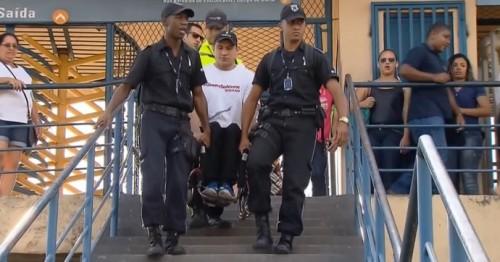 Clodoaldo Silva precisou ser carregado na estação de trem de Realengo