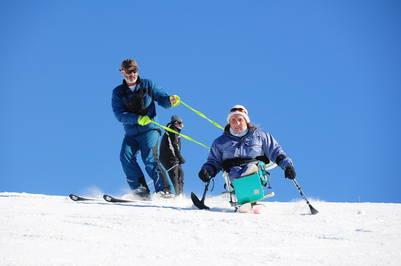 Esquí adaptado en el Cerro Batyo. (Fundación Todos Podemos)