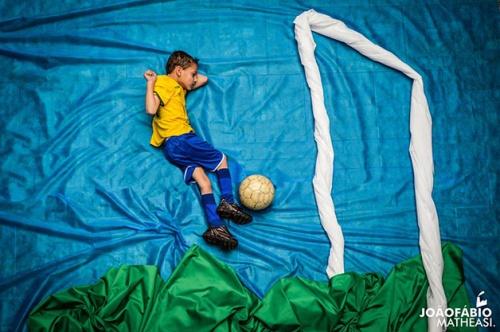 Luizinho sonha em ser jogador de futebol.
