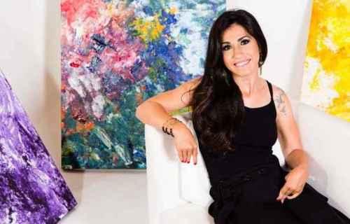 Portadora de paralisia cerebral, a artista plástica Kátia Santana é integrante do trio