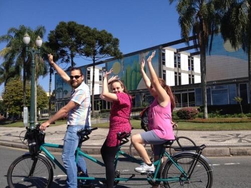 Projeto Ciclolazer oportuniza para pessoas com algum tipo de deficiencia a experiencia de subir em uma bicicleta, pedalar e sentir o vento no rosto pela primeira vez