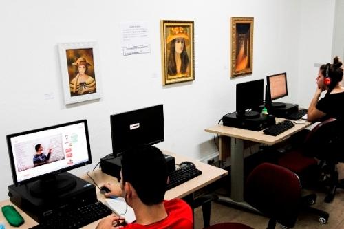 Com diversos projetos de estímulo a leitura, espaço proporciona possibilidades e novas experiências aos visitantes com acessibilidade