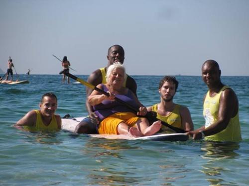 O projeto PRAIA PARA TODOS, organizado pelo Instituto Novo Ser, já retomou as atividades no dia 19.12 e vai até 30 de Abril de 2016, nas praias da Barra da Tijuca e de Copacabana, das 9h às 14h