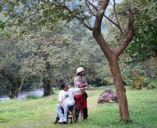 Ricardo Shimosakai explora a viabilidade de um turismo acessível no Parque Estadual Turístico do Alto Ribeira (PETAR)