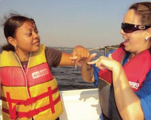 Sailing Sense e o Clube Paradesportivo Superação realizaram a vivência na vela paralímpica para jovens e adultos surdocegos