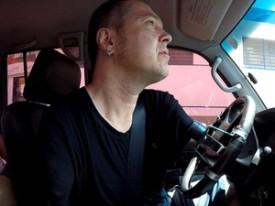 Seixas dirige um carro adaptado