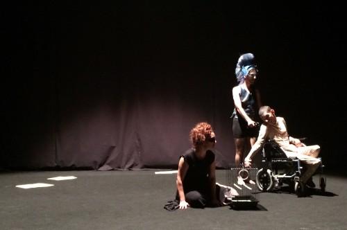 """A peça """"Estradas de Xadrez"""" da companhia """"Era uma vez... Teatro"""" da Associação do Porto de Paralisia Cerebral (APPC)"""