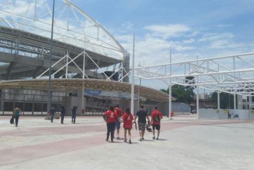 Equipe do aplicativo Biomob desaprova acessibilidade durante vistoria no entorno do Estádio Olímpico João Havelange (Engenhão)