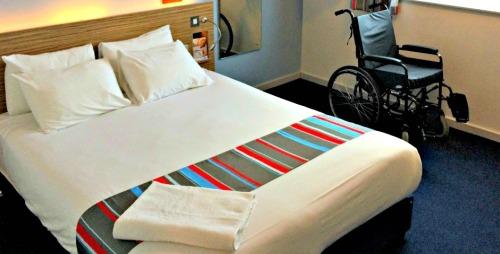 Sistemas de reservas online de hoteles no están estructurados para las personas con discapacidad a elegir por habitaciones adaptadas