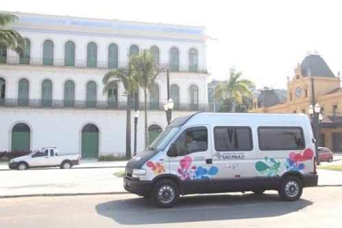 Uma van será utilizada exclusivamente para usuários de cadeira de roda, necessitando apenas prévio agendamento