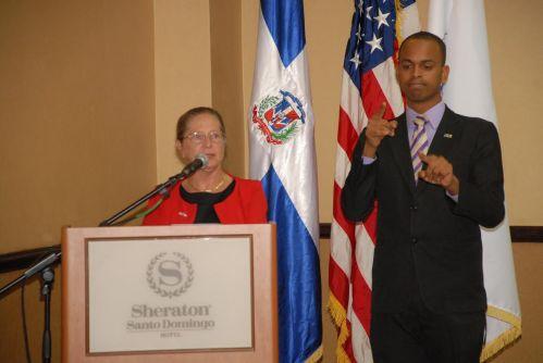 Alexandria Panehal, directora de la USAID