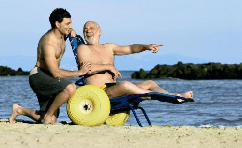Cadeira de Praia disponível nas praias do Pópulo e Milícias em Açores, um arquipélago transcontinental e um território autónomo da República Portuguesa