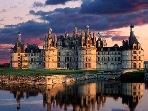 Castelo de Chambord é o maior palácio do vale do rio Loire