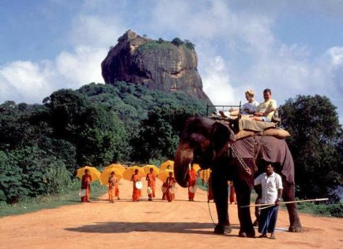 Charming and enigmatic island in Asia, located very close to India, Sri Lanka wants to explore the accessible tourism