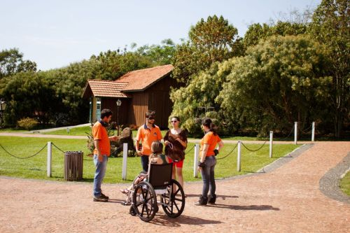 Colaboradores da APHC se preparam para receber turista com necessidades especiais