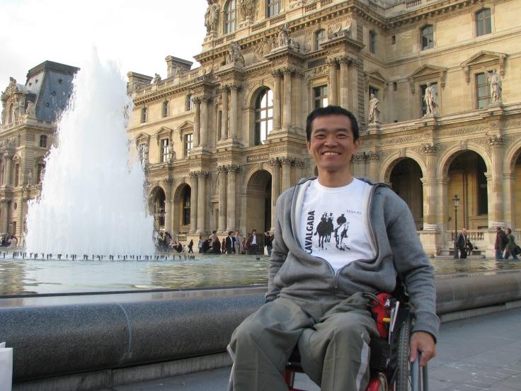 Museu do Louvre, um dos maiores acervos de arte e história, também um exemplo de acessibilidade cultural