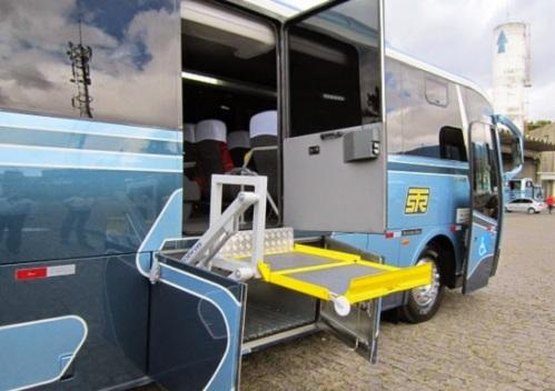 Os ônibus rodoviários deverão possuir como único meio de embarque e desembarque de pessoas com deficiência, a plataforma elevatória veicular