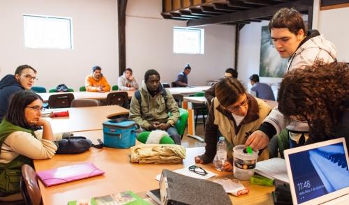 Uma vez por semana, os estudantes de Agronomia têm a oportunidade de trabalhar com os formandos do Semear.