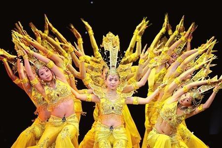 A dança narra a lenda de Bodhisattva Guan Yin