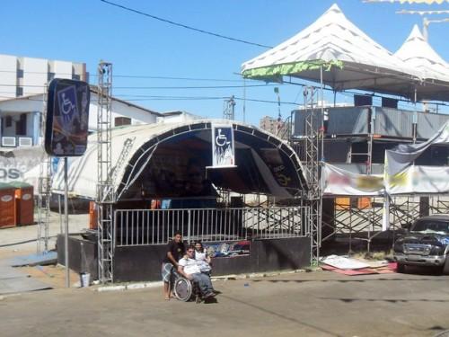 Camarote tem rampa de acesso e é montado ao lado do palco, no Terreiro do Forró, em Patos