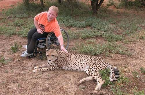 alojamento de cadeira de rodas e safaris para os deficientes no parque nacional de Kruger, África do Sul.