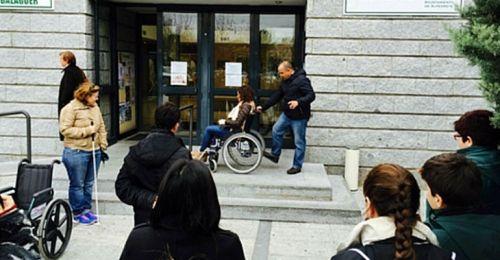 Accesibilidad en una biblioteca municipal pública
