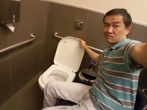 Desconhecendo as normas brasileiras, muitos hotéis acreditam que apenas inserindo barras de apoio nos banheiros o quarto estará acessível