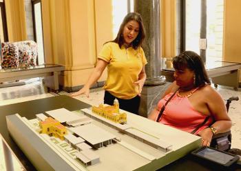 Equipe de reportagem testa a acessibilidade em museus de Belo Horizonte