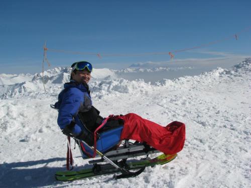 Ricardo Shimosakai esquiando na neve em Bariloche, Argentina. Equipamentos adequados e profissionais capacitados.