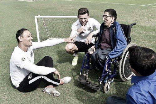 Ronald Capita, símbolo na luta pelo tema visitou o CT Rei Pelé e debateu o tema com atletas do alvinegro