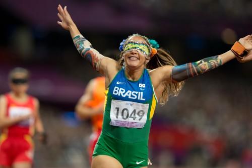 Terezinha Guilhermina é uma das atletas mais premiadas da história paralímpica do Brasil, com medalhas em Atenas, Pequim e Londres