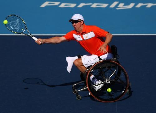 Disputado ponto a ponto, o tênis em cadeira de rodas estreou nos Jogos Paralímpicos na edição de Barcelona 1992.