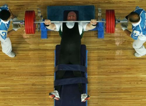 Mais que um teste de força, o halterofilismo estreou nos Jogos Paralímpicos Tóquio 1964 e passou a contar com a participação das mulheres em Sydney 2000.