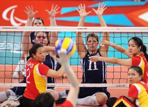 O voleibol sentado, disputado por atletas com dificuldades locomotoras, está nos Jogos Paralímpicos desde Arnhem 1980.