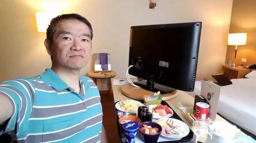 ricardo-shimosakai-utilizou-o-room-service-onde-e-possivel-pedir-para-que-a-refeicao-seja-servida-no-quarto-conforto-e-acessibilidade