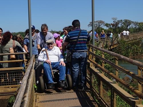 as-passarelas-do-parque-de-foz-do-iguacu-dao-condicoes-de-acessibilidade-para-visitacao