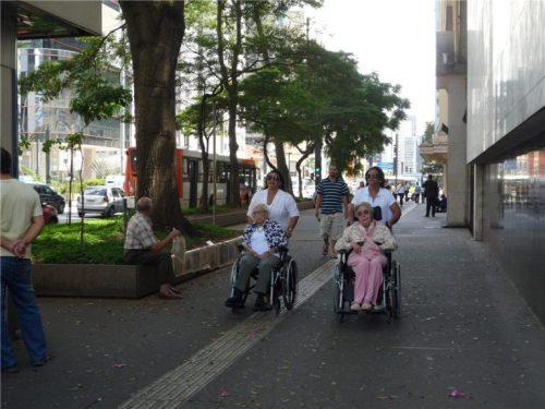 calcadas-da-avenida-paulista-em-sao-paulo-sao-niveladas-e-possuem-piso-tatil