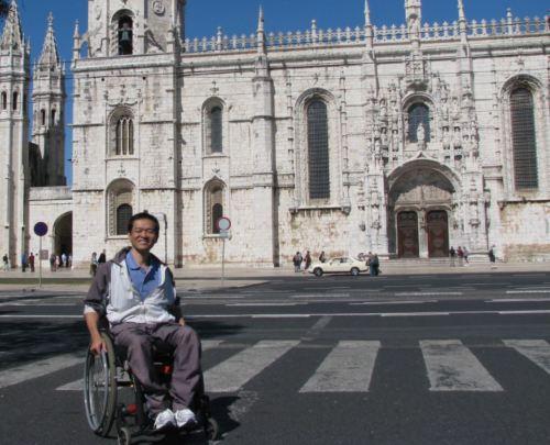 Ricardo Shimosakai, CEO da Turismo Adaptado avaliou a acessibilidade no Mosteiro dos Jerônimos em Lisboa