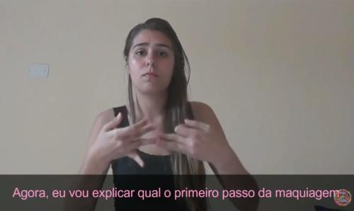 natalia-e-formada-em-letras-e-trabalha-com-a-linguagem-brasileira-de-sinais-deficiente-auditiva-diz-que-aprendeu-truques-de-maquiagem-com-videos