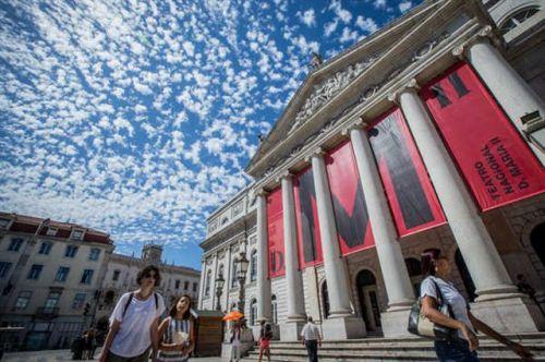 o-teatro-nacional-d-maria-foi-um-dos-espacos-utilizados-para-a-nova-proposta-inclusiva-para-pessoas-com-deficiencia-intelectual