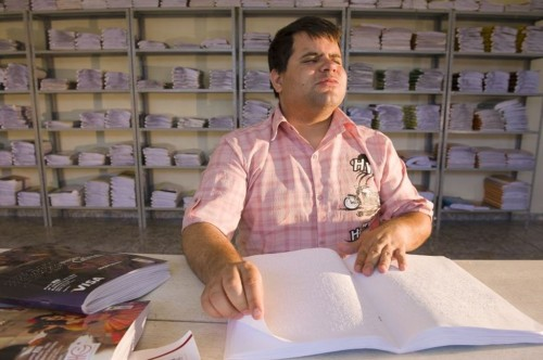 um-dos-projetos-do-ministerio-aumenta-a-disponibilidade-de-obras-acessiveis-nas-bibliotecas