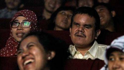 with-the-help-of-volunteers-the-visually-impaired-are-not-left-out-of-the-experience-of-watching-the-latest-movies-at-the-cinema