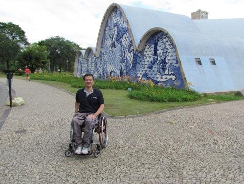 A Igreja da Pampulha, visitada por Ricardo Shimosakai, pode ser muito mais acessível se possuir profissionais capacitados