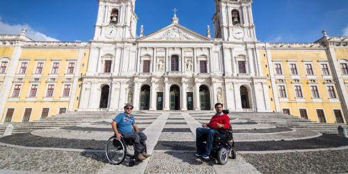 entrar-de-cadeira-de-rodas-no-palacio-nacional-de-mafra-visitar-o-mosteiro-dos-jeronimos-mostramos-a-viagem-de-luis-e-ricardo