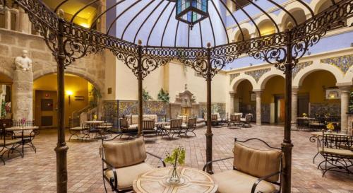 o-hotel-ilunion-merida-palace-e-um-antigo-palacio-historico-situado-na-central-plaza-de-espana