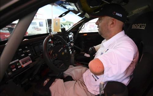 fa-de-automobilismo-e-esportes-radicais-croizon-participa-agora-da-competicao-que-percorre-estradas-do-paraguai-bolivia-e-argentina