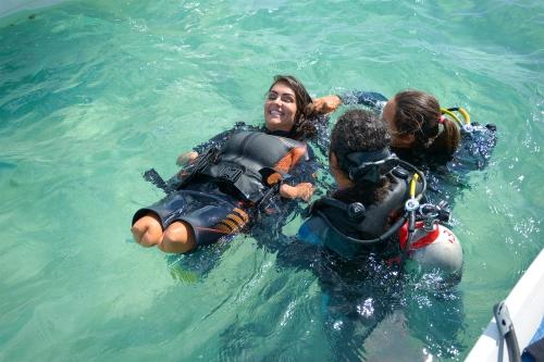 mergulho-adaptado-com-a-deputada-estadual-thaise-guedes